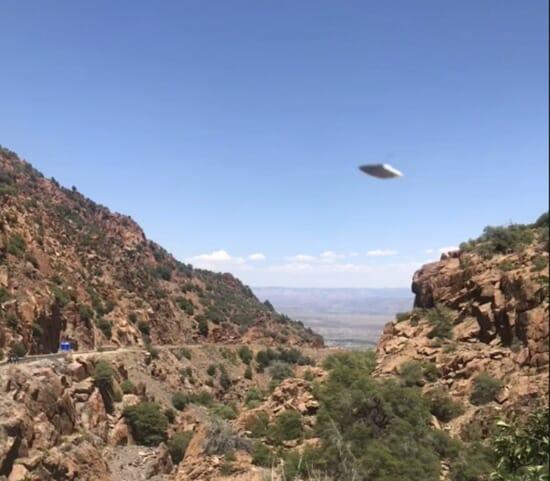 Matalalla lentävä neliö Arizonassa